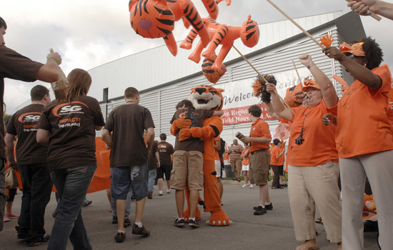 200908/tigerwalk1.jpg