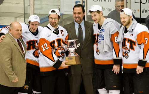 201003/hockey_trophy_copy1.jpg