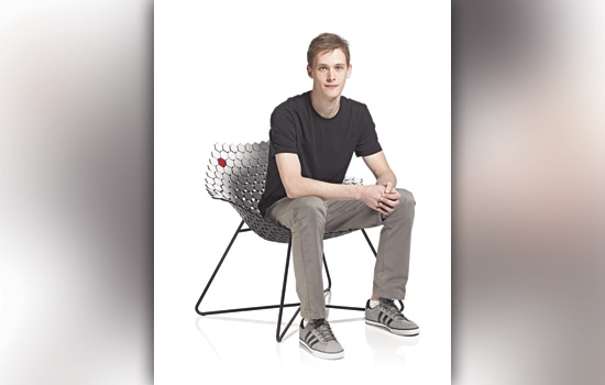 201105/artoncampus2_winningchair.jpg