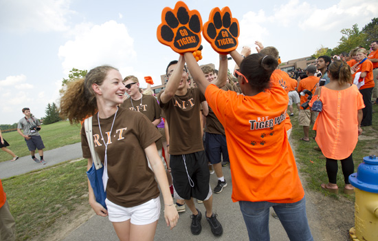 201408/tigerwalk.jpg