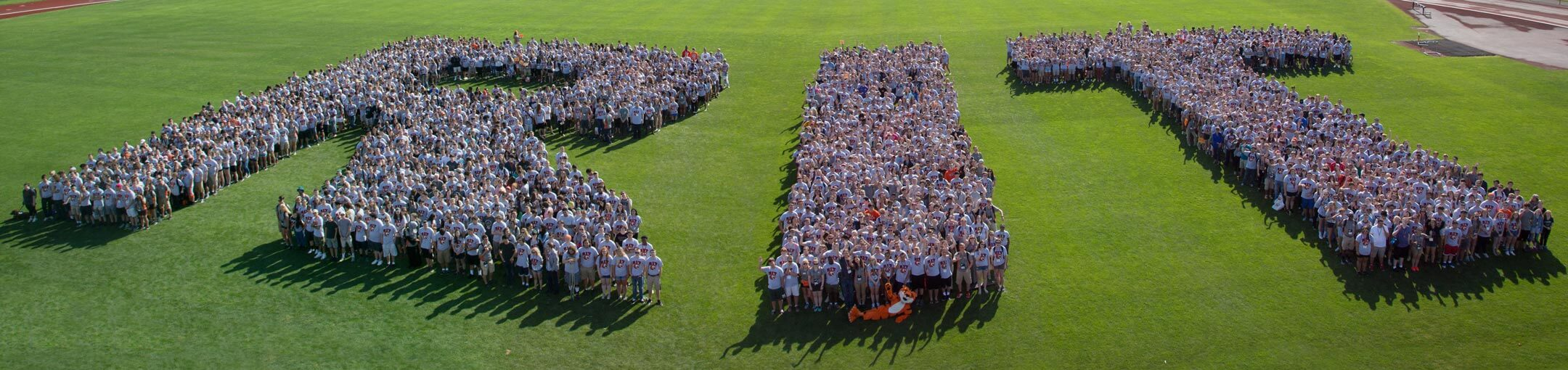 R I T freshman class of 2017 posing for a photo in the shape of letters R, I, and T
