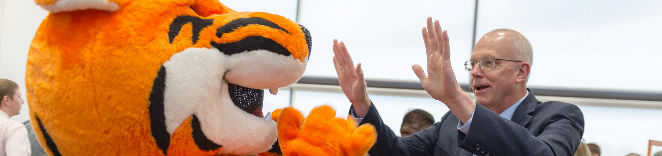 President Munson giving Ritchie the Tiger a high five