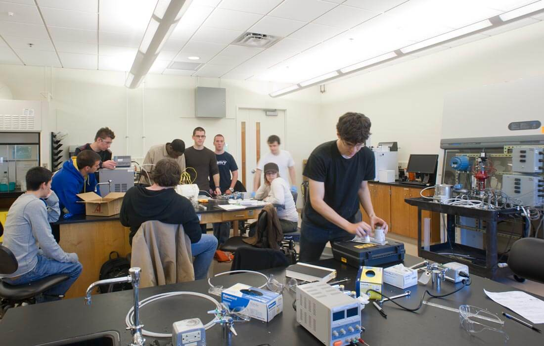 Students working in the Center for Bioscience Education and Technology