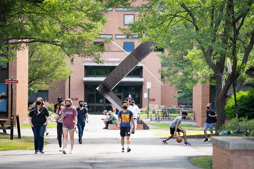 Photo by Gabrielle Plucknette-Devito <br> <p>Students head to class on the first day of the fall semester, Aug. 19, 2020.</p>